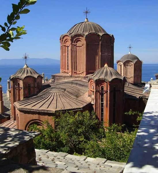 Manastirea Dochiariu - Biserica