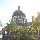 Biserica Fericirilor - Curtea