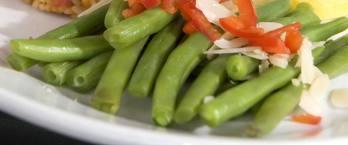 Mancare de fasole verde cu multe legume