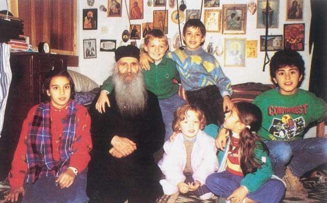 Copii in chilia Cuviosului Iacov Tsalikis