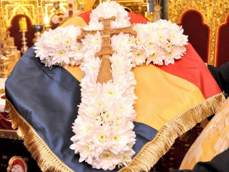 Duminica Sfintei Cruci - pomul vietii sadit in mijlocul Postului