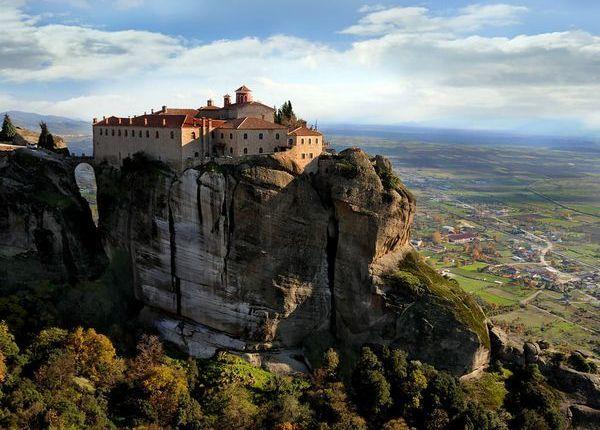 De ce exista manastiri ?