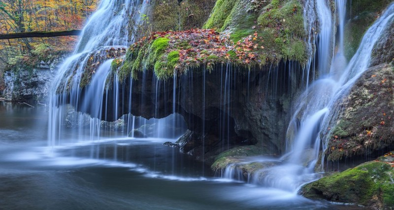 Drumetie si relaxare la Cascada Beusnita, Valea Nerei, Podul lui Dumnezeu