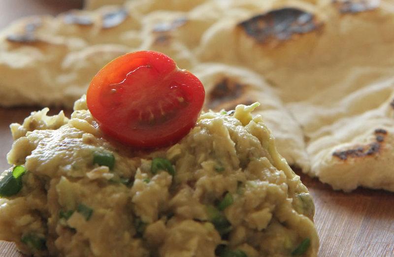 Salata de vinete cu avocado si turte bio de casa cu ghimbir by Elena Lasconi