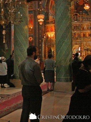 Manastirea Radu Voda - Slujba