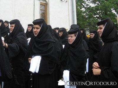 Maici la Manastirea Pasarea