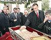 Sfanta Parascheva - inchisa cu VIP-urile in biserica