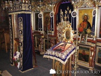 Schitul Sihla - Iconostasul si Icoanele Imparatesti