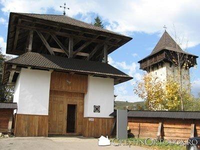 Manastirea Humor - Intrarea centrala si Turnul Clopotnita