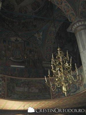 Biserica Barboi - Candelabru