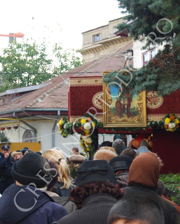 Pelerini la biserica Sfantul Mina din Bucuresti