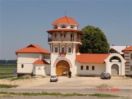 Manastirea Sfintilor Romani, Poarta Alba