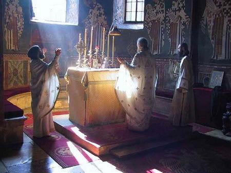 Rostirea rugaciunilor la Sfanta Liturghie