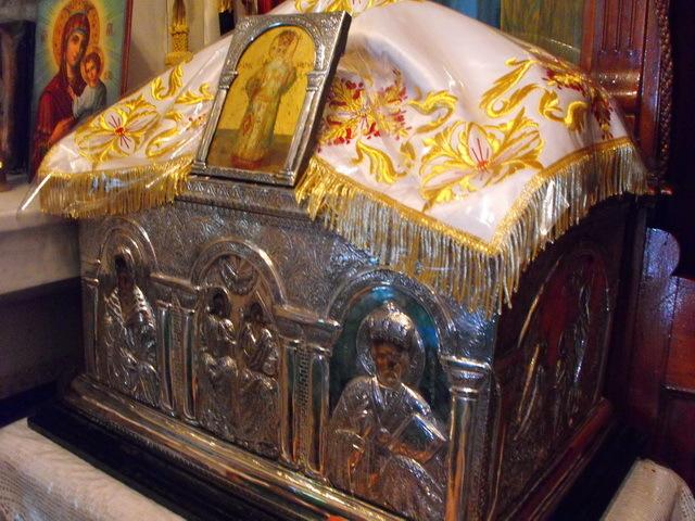 Moastele Sfantului Nectarie, vindecatorul de cancer
