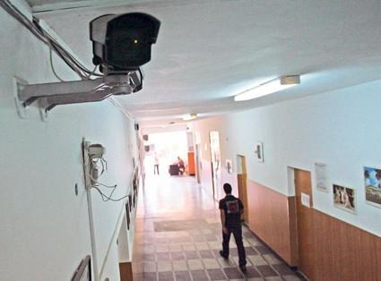 In clase, prin ochiul camerei de supraveghere