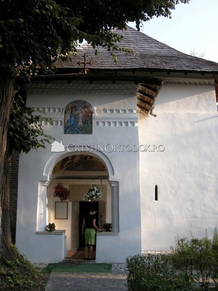 Pridvorul Manastirii Cotmeana