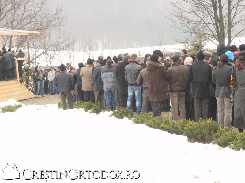 Pelerini la inmormatarea IPS Adrian Hritcu - Manastirea Poglet