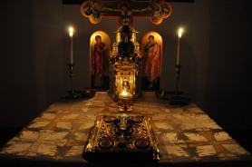 Clopotelul anunta Taina din Sfantul Altar