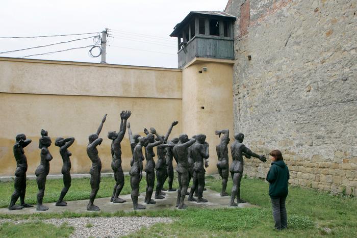 Pot intra comunistii de vii intr-un muzeu?