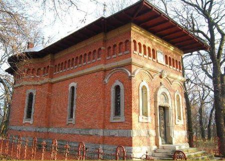 "Capela Sfintii Trei Ierarhi - Scoala Normala ""Vasile Lupu"""