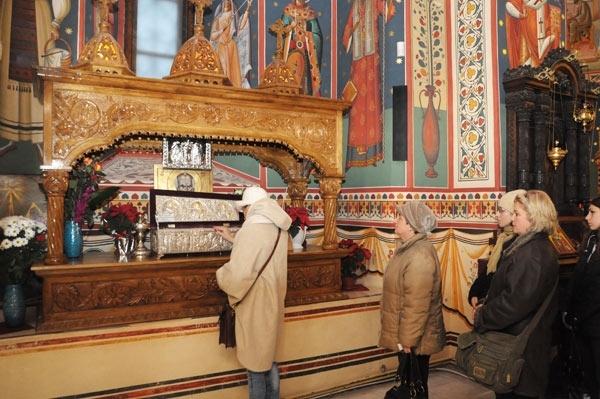 Mana Sfantului Nicolae, ferecata in inima Capitalei