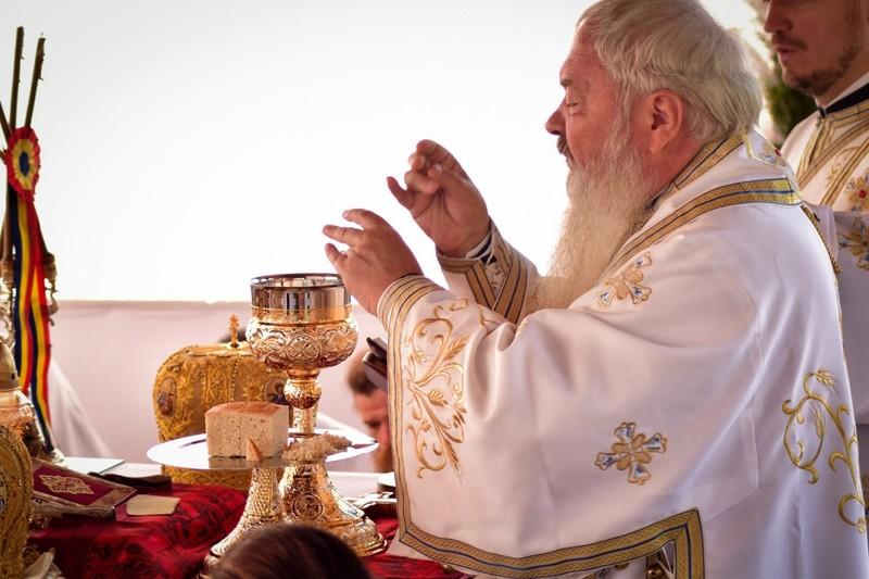 Nascatoare de Dumnezeu, pazeste poporul cel binecredincios!