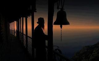 Miez de noapte in pustia Muntelui Athos