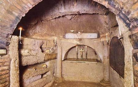 Imagini pentru catacombele creştine