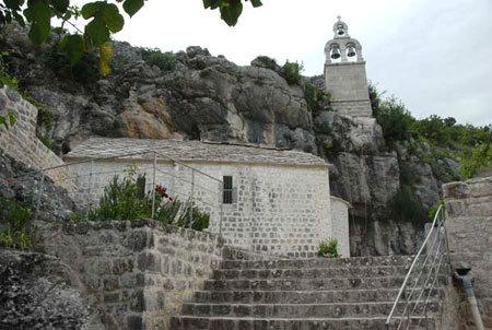 Manastirea Zavala