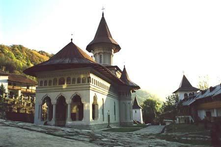 Manastirea Ramet - Biserica Sfintii Apostoli Petru si Pavel