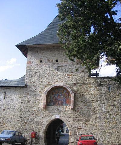 Manastirea Bistrita, o manastire si o biserica vie