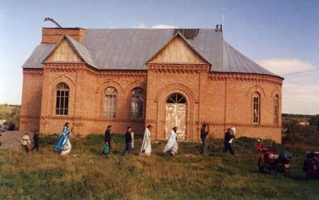O mare sarbatoare la biserica din Baytali