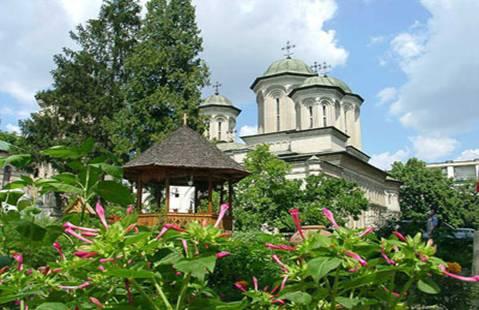 Manastirea Radu Voda isi cinsteste sfantul ocrotitor