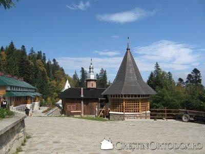 Schitul Sihla - Biserica si pangarul