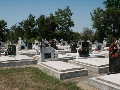 Vand 2 locuri de veci in cimitirul straulesti 1