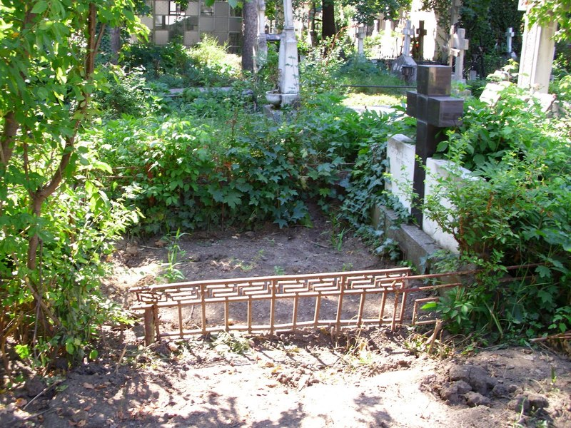 Vand loc de veci in Cimitirul Belu Militar