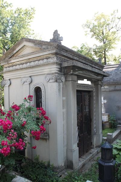 Vand capela in cimitirul Bellu langa Aleea Scriitorilor