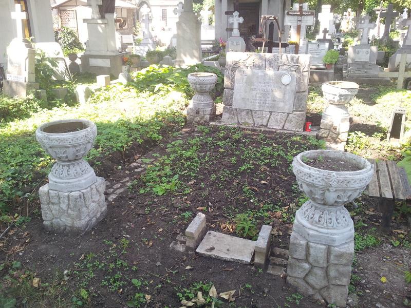 Vand loc de veci Cimitirul Bellu Ortodox, suprafata totala 6mp. Pret negociabil.