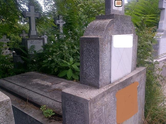 Vand cavou 5 locuri in Cimitirul Manastirii Marcuta