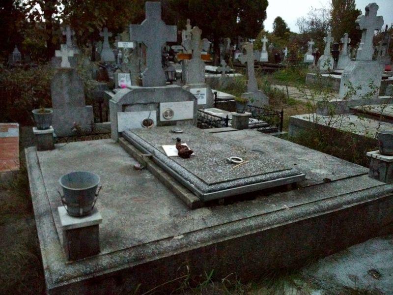 Cripta 6 locuri, cimitir Sarindari Vechi