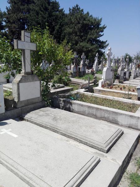 Vand loc de veci Cimitir Manastirea Cernica