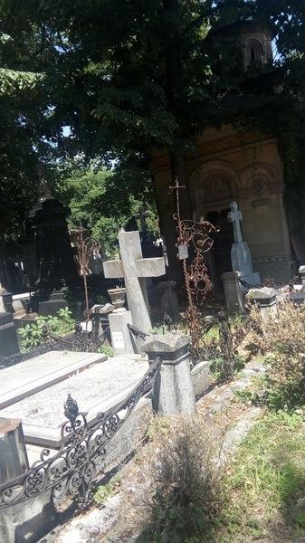Vand Loc de Veci Cimitir Bellu. 7x3=21mp. Pret 21.000 Euro