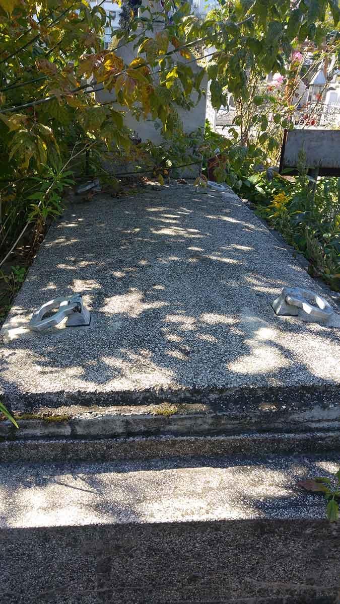 Trei locuri de veci (semicavou) Cimitirul Central Bacau