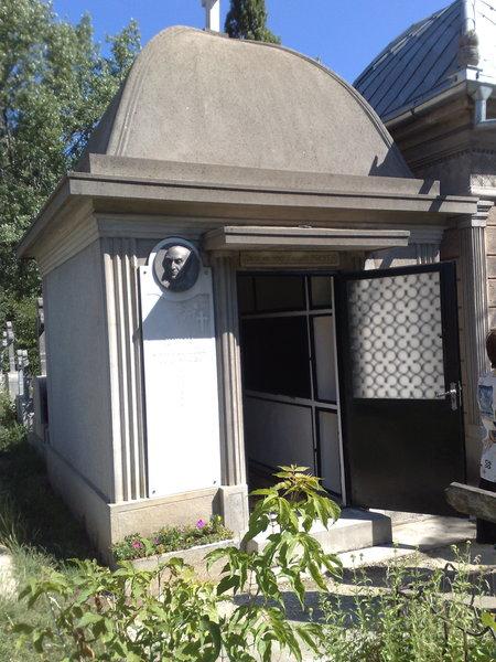 Vand capela in cimitirul Tudor Vladimirescu